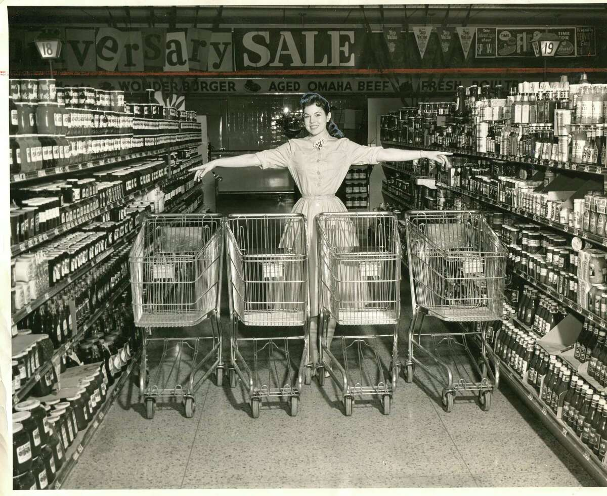 Showing off new shopping carts, 1959