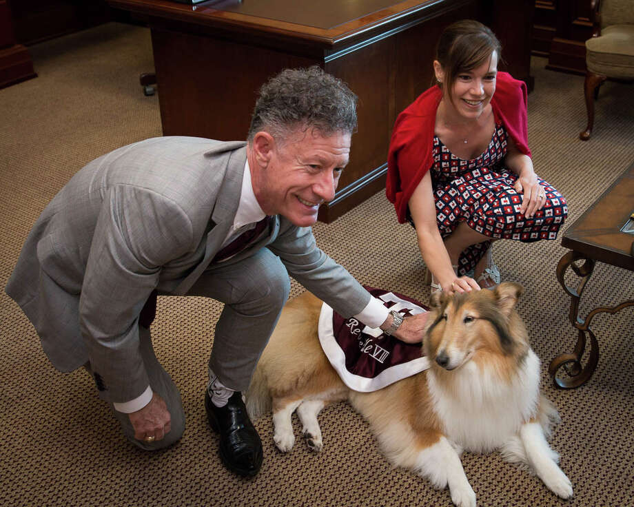 Lyle Lovett with A&M mascot Reveille. / © 2015 The Association of Former Students