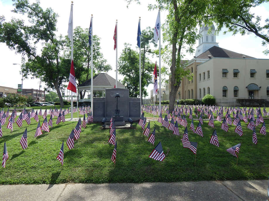 The Field of Honor at the Jasper Courthouse photo by Roy James