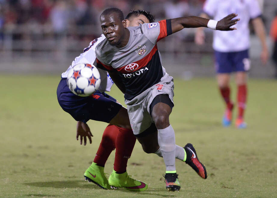 San Antonio Scorpion Billy Forbes races past an Indy eleven defender. Photo: Robin Jerstad, Freelance / San Antonio Express-News