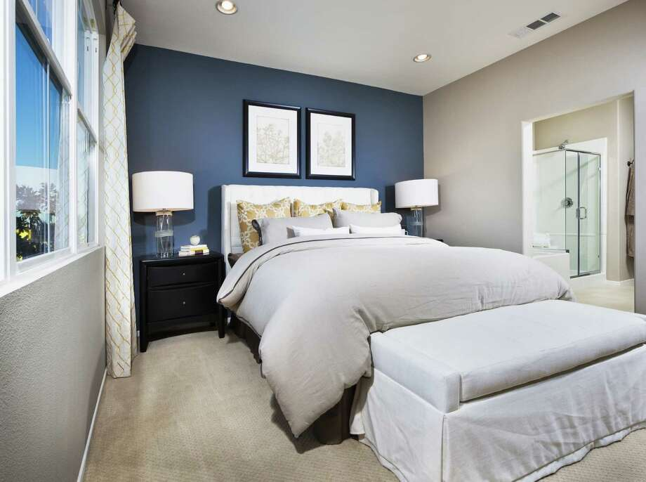 Adding an accent wall can make a room pop. Photo: Eric Hernandez /Getty Images /Fotosearch RF / Fotosearch RF