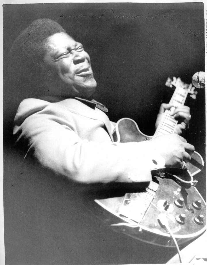 B.B. King  playing the guitar 12/27/1970 UPI photo
