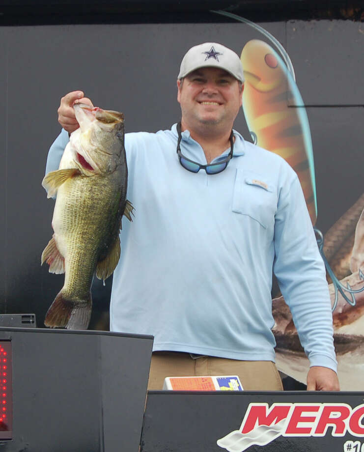 Joe Daw with his 9.91 pounder on day one. photo by Patty Lenderman