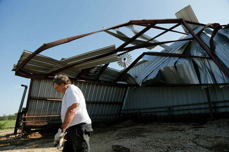 Legislation approved by the Texas Senate would protect insurers at the expesne of property owners who suffered storm damage. The bill should be blcoked. Photo: Rodger Mallison /Associated Press / Fort Worth Star-Telegram