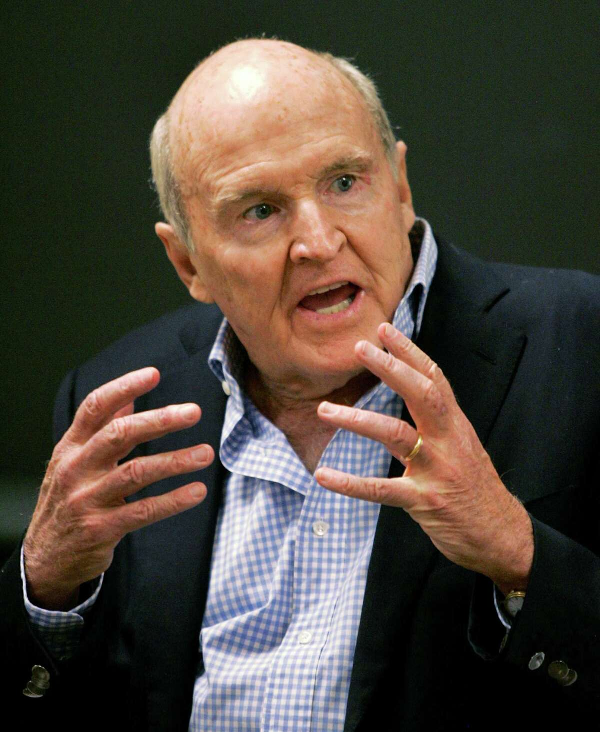 ** FILE ** Former General Electric CEO Jack Welch addresses students at the Massachusetts Institute of Technology in Cambridge, Mass. in this Sept. 27, 2006 file photo. Welch backed away Thursday from comments he made the previous day criticizing his successor for missing earnings targets.(AP Photo/Elise Amendola, file)