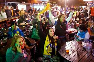 Don't have ticket to Warriors games? Plenty of watch parties - Photo