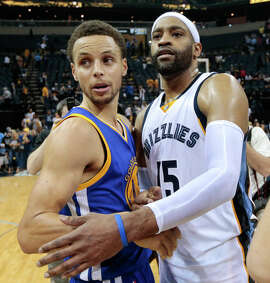 Stephen Curry is congratulated by Memphis' Vince Carter.