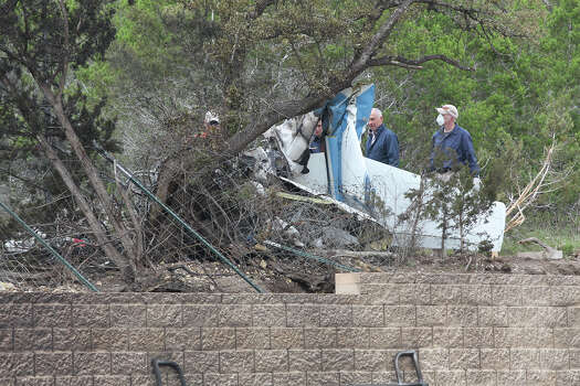four die in plane crash near spring branch houston chronicle. Black Bedroom Furniture Sets. Home Design Ideas