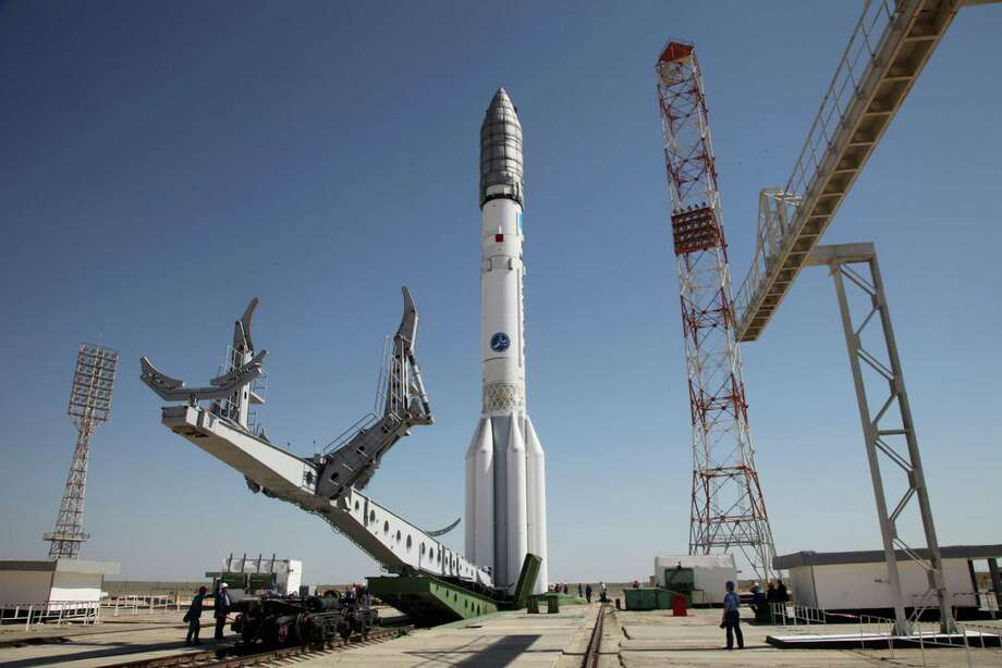 A Proton-M rocket, like this one at the Baikonur launch pad in Kazakhstan, failed Saturday. It was carrying a Mexican satellite but malfunctioned shortly after its launch, and the spacecraft and its cargo were destroyed. Also Saturday, a Progress spaceship attached to the International Space Station misfired. Photo: HOGP / Russian Federal Space Agency