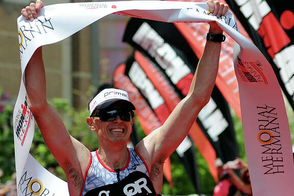 There was much to smile about for triathletes Matt Hanson and Angela Naeth, who won their respective professional divisions Saturday.