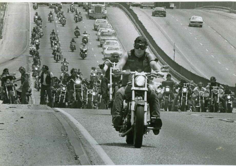 """Bandidos from across the country formed more than a mile-long funeral procession on I-10 for Steve """"Panhead"""" Jonas on July 20, 1983. Photo: San Antonio Express-News"""