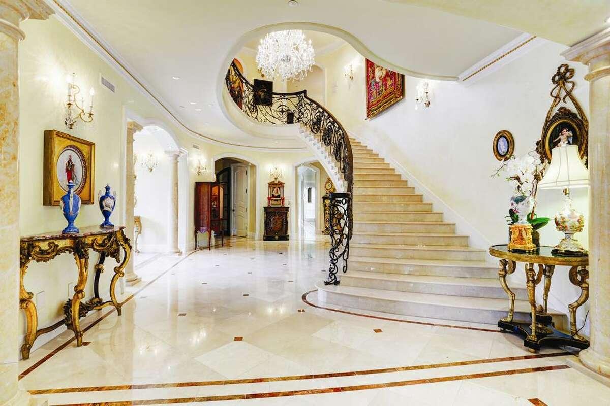 River Oaks 2115 River Oaks Blvd. : $ 17,900,000 / 8 bedrooms / 9 full and 3 half bath / 21,500 square feet