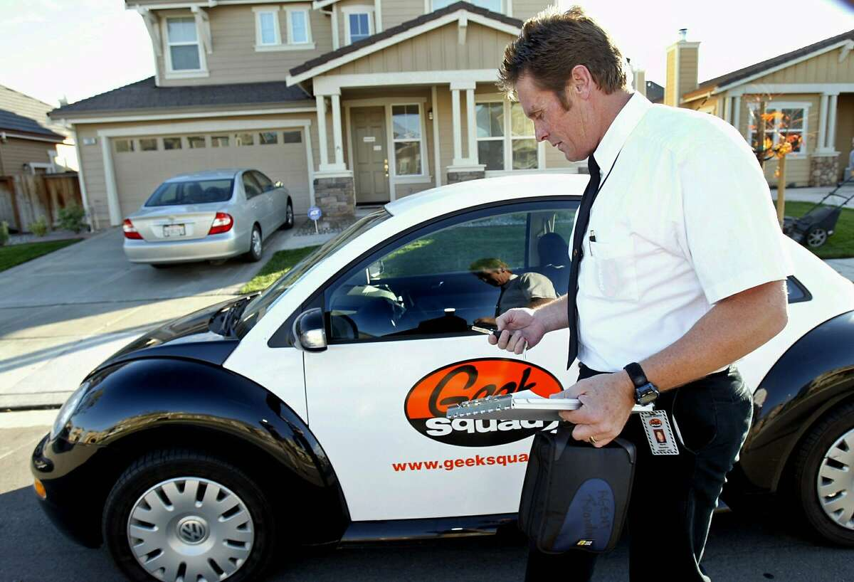 """FILE ** Electronics technician and repairman Mark Reardon, a member of retailer Best Buy's """"Geek Squad"""", prepares to make a housecall Friday, Nov. 12, 2004, in Brentwood, Calif. The Geek Squad agreed they would change the color scheme of their """"Geekmobiles"""" because they look too much like police cars. Best Buy owns the Geek Squad, a nerdy team of repairmen who do housecalls to fix computers and electronics. (AP Photo/Dino Vournas)"""
