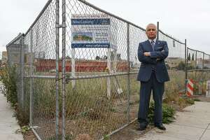 East Oakland may get shopping center at last, at a cost - Photo