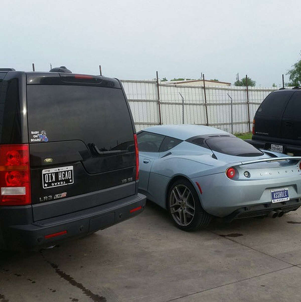 """Side by side shots of the """"DV3H KID"""" and """"37OHSSA"""" vanity plates."""