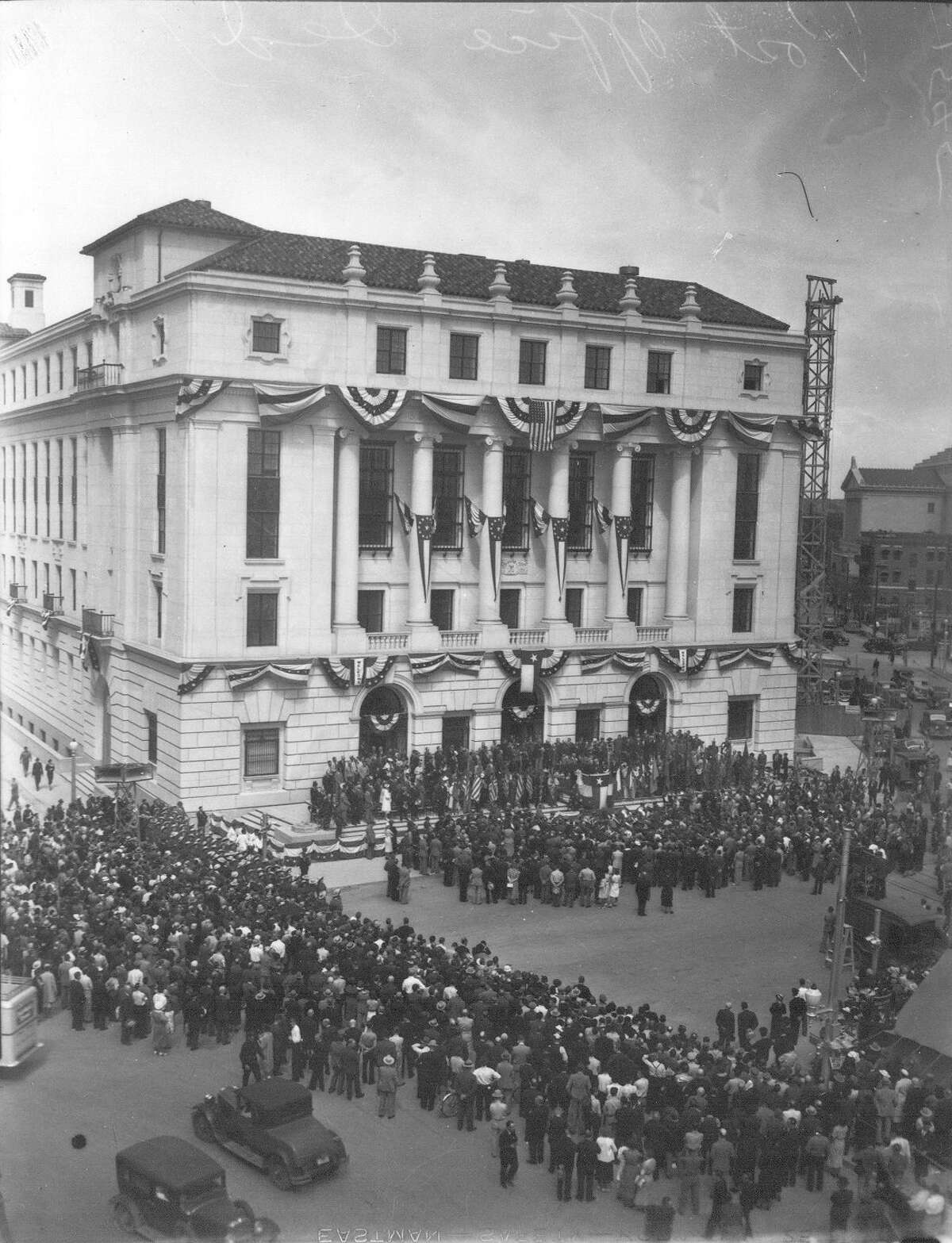 View of the crowd gathered in front of the Post Office for its dedication on March 24, 1937. Source: UTSA Libraries Special Collections, the Light Collection