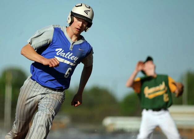 Hoosic Valley's Jared Morello rounds third during their baseball game against Greenwich on Thursday, May 14, 2015, at Hoosic Valley High in Schaghticoke, N.Y. (Cindy Schultz / Times Union) Photo: Cindy Schultz, Albany Times Union / 10031838A