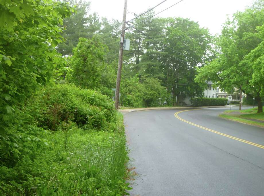 The Board of Selectmen voted this week to accept a $77,000 grant to build a 750 foot sidewalk on Heritage Hill Road running east from Husted Lane to an already existing sidewalk. Photo: Martin Cassidy / New Canaan News
