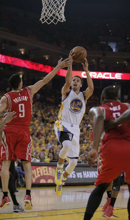 Warrior Stephen Curry (30) goes up for a first half shot against Rockets Pablo Prigioni during Game 1 of the Western Conference Finals on Tuesday, May 19, 2015 in Oakland, Calif. Photo: Carlos Avila Gonzalez, The Chronicle