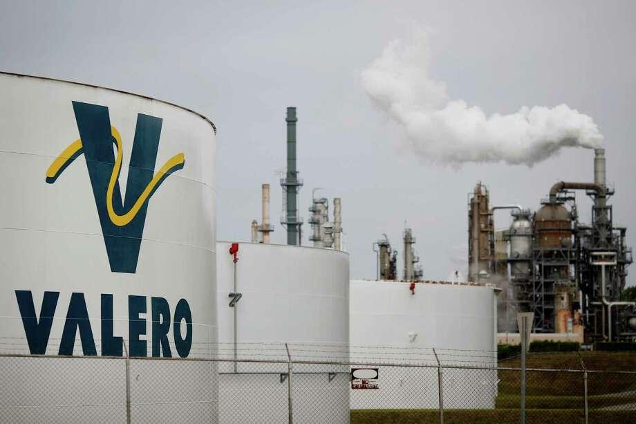 San Antonio-based Valero Energy, which operates this  refinery in Memphis, Tennessee. (Luke Sharrett photo/Bloomberg Photo: Luke Sharrett / © 2015 Bloomberg Finance LP