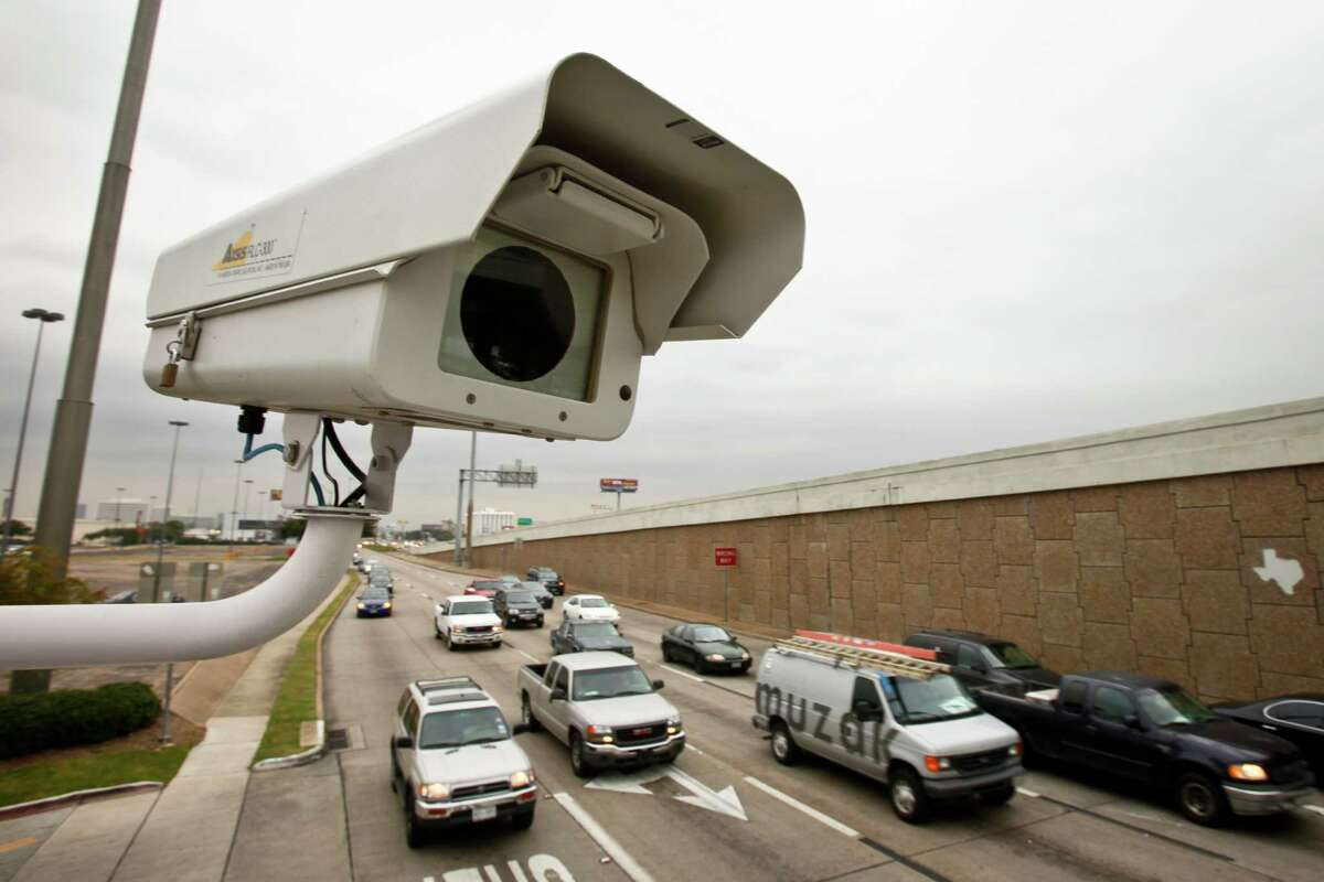 Though red-light cameras do reduce the number of drivers who run red lights, a new study shows that they don't reduce the total number of crashes or injuries.