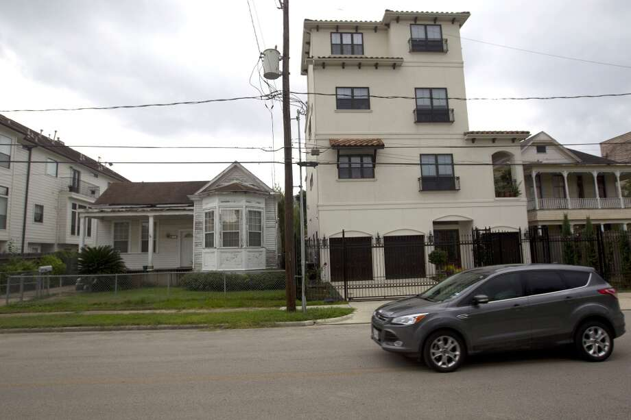 Houston ranks near the top of the list of most economically segregated major metropolitan areas, according to Pew Research. Photo: Johnny Hanson, Houston Chronicle