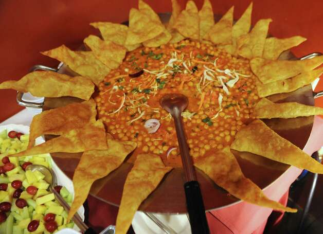 Food on the buffet at Spicy Mint Indian Cuisine on Tuesday, April 14, 2015 in Colonie, N.Y. (Lori Van Buren / Times Union) ORG XMIT: MER2015041511001341 Photo: Lori Van Buren / 00031421A