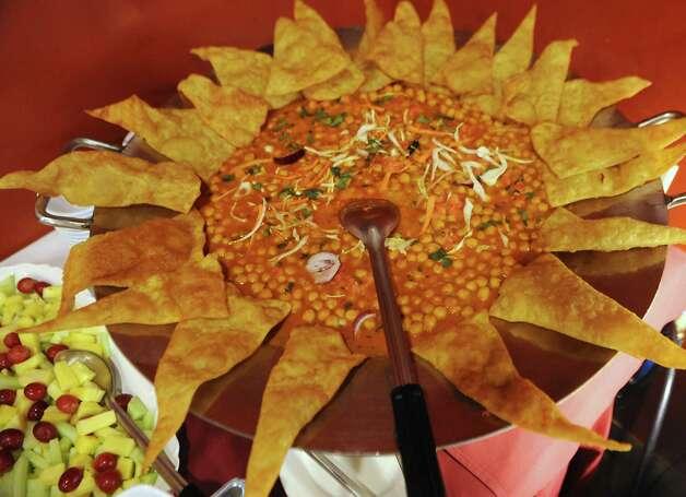 Food on the buffet at Spicy Mint Indian Cuisine on Tuesday, April 14, 2015 in Colonie, N.Y. (Lori Van Buren / Times Union) ORG XMIT: MER2015041511001341 Photo: Lori Van Buren / 00031421A