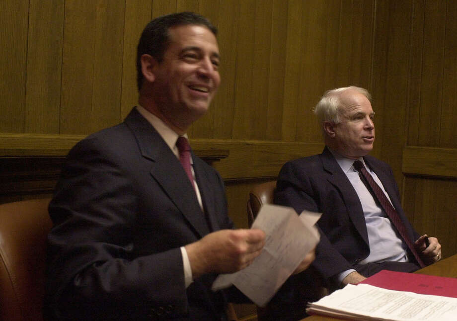 Then-Sen. Russ Feingold, D-Wis., with GOP Sen. John McCain of Arizona at a San Francisco appearance in 2001. Photo: LACY ATKINS / LACY ATKINS / SFC / CHRONICLE
