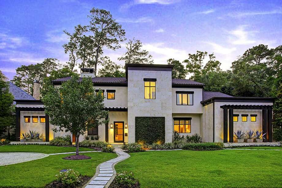 15 Knipp Road: $3,498,000 / 4.5 bedroooms / 5 full and 3 half baths / 6,700 square feet Photo: Houston Association Of Realtors