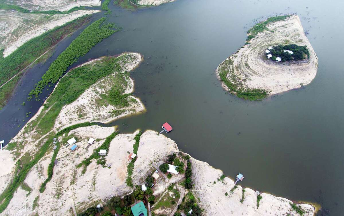 Medina Lake - 2015 The lake rose slightly to 4 percent full on April 26, 2015, but May rains and storms over 2015's Memorial Day weekend brought Medina Lake back up to over 30 percent full.