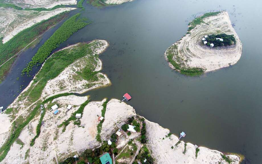 Medina Lake - 2015The lake rose slightly to 4 percent full on April 26, 2015, but May rains and storms over 2015's Memorial Day weekend brought Medina Lake back up to over 30 percent full. Photo: William Luther / © 2015 San Antonio Express-News