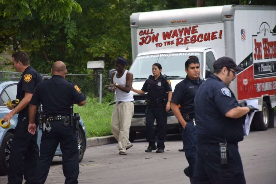San Antonio police were called to a home in the 900 block of Rivas Street around 930 a.m. after receiving reports of a shooting. Photo: Mark D. Wilson/San Antonio Express-News
