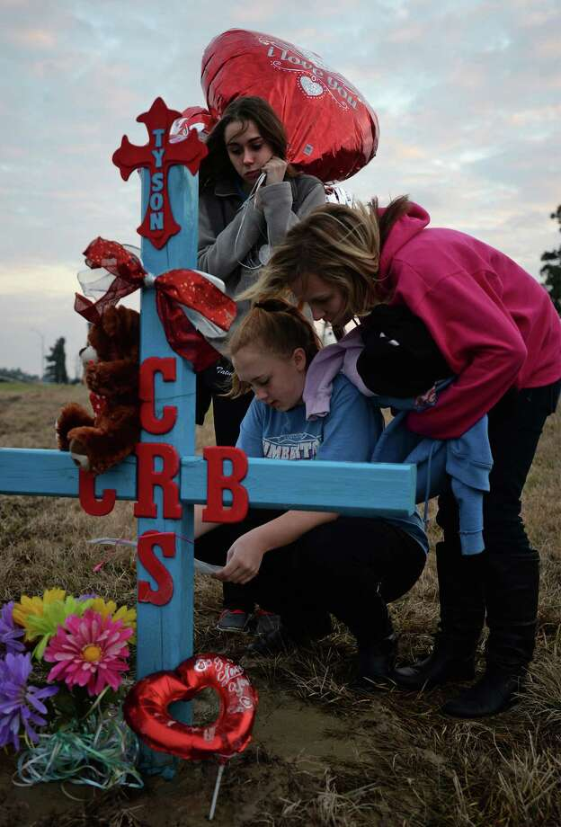 Tatum Kemp, top, Ashley Robinson, left, and Cheyann Coleson bring balloons to the site of the fatal car wreck were three people died in Lumberton on Monday. Lumberton Police Chief Danny Sullins said Thursday that Dawn Sterling's, one of the passengers from the wreck, condition is improving. Funeral arrangements for Connely Burns, 20; her unborn child; and Burns' sister, 15-year-old Courtney Sterling are being held by Broussard's in Silsbee.   Photo taken Thursday, February 6, 2014 Guiseppe Barranco/@spotnewsshooter Photo: Guiseppe Barranco, Photo Editor
