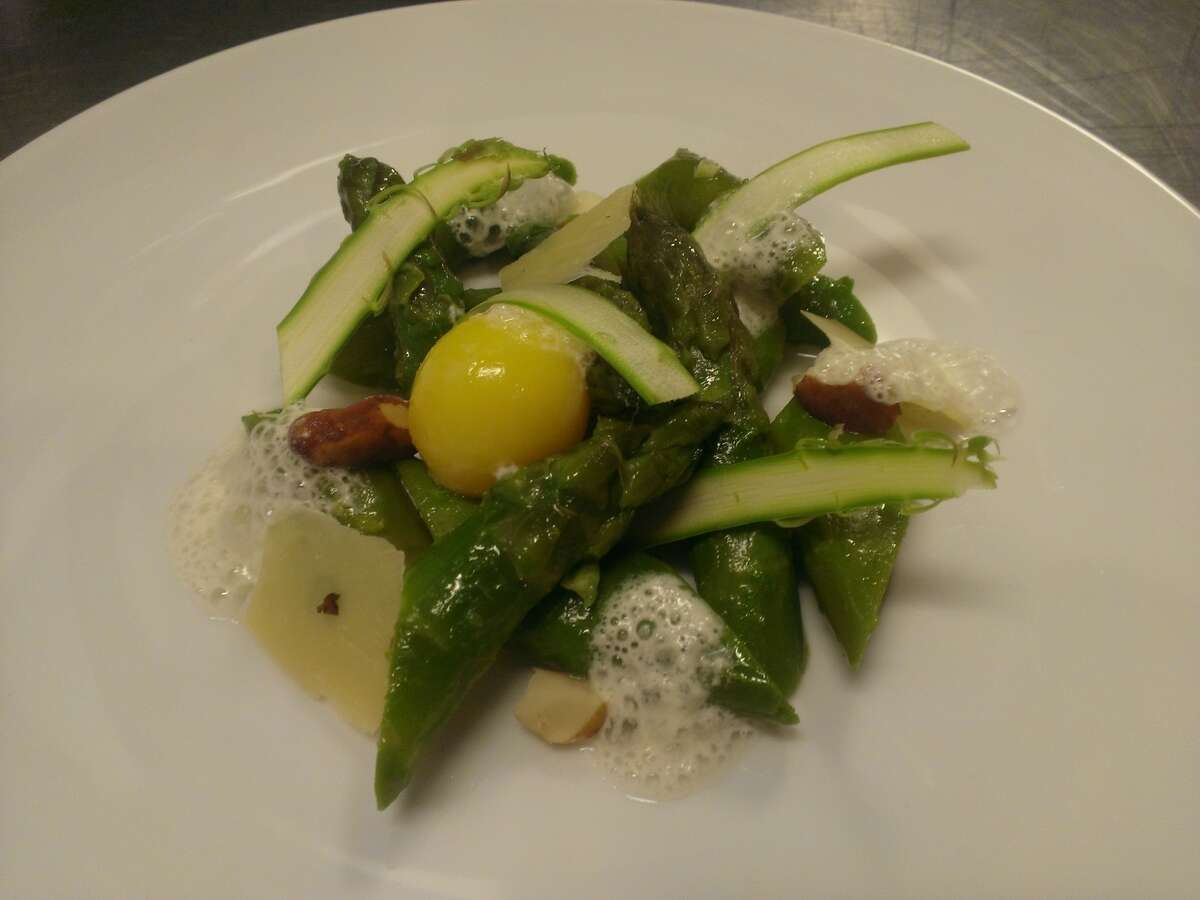 Jumbo green asparagus, parmesan cheese, Brazil nut and egg