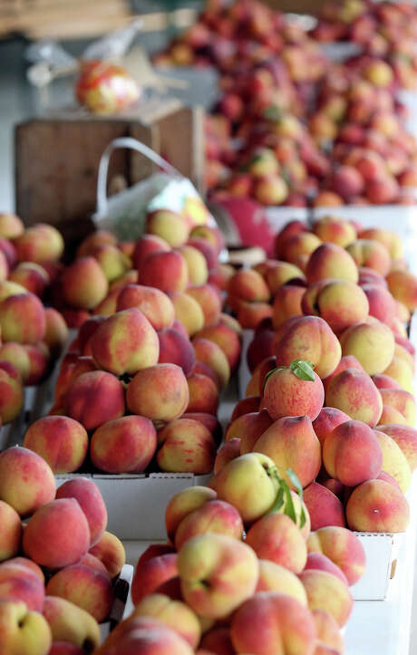 These peaches were available at Vogel Orchards earlier this season. Photo: Edward A. Ornelas /San Antonio Express-News / © 2015 San Antonio Express-News