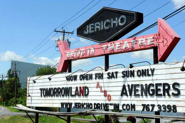 The Jericho Drive-In on Friday, May 22, 2015, in Glenmont, N.Y. The drive-in, which opened for the season Friday night, is in the process of converting from 35mm film stock to digital projection. (Michael P. Farrell/Times Union) Photo: Michael P. Farrell / 00031975A