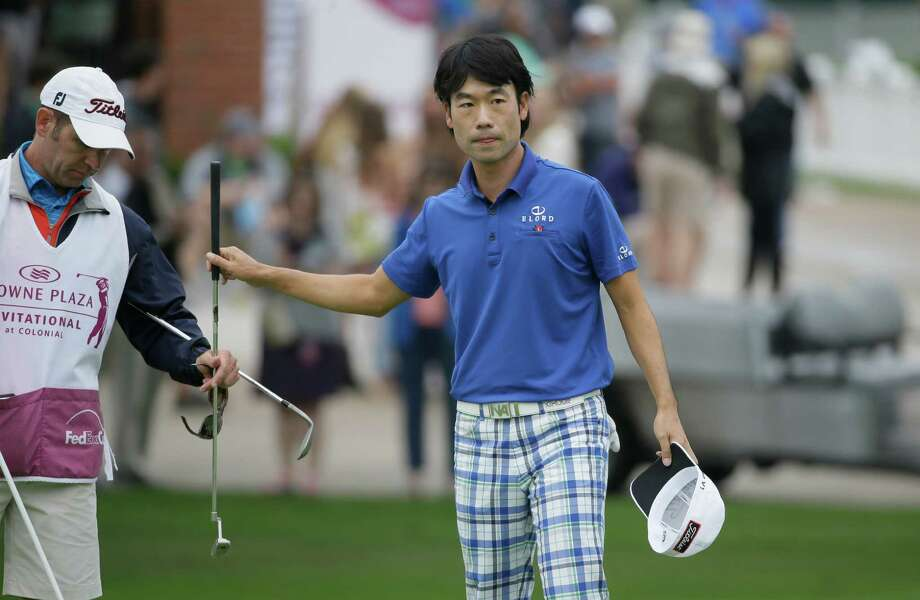 Kevin Na, right, hands his putter to his caddie Kenny Harms on the 18th hole during the second round of the Colonial golf tournament, Friday, May 22, 2015, in Fort Worth, Texas. (AP Photo/LM Otero) Photo: LM Otero, STF / AP
