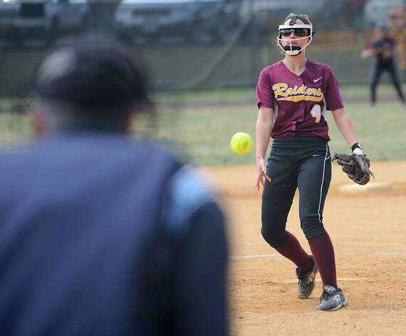 Colonie pitcher Jess Annello throws the ball during a Class AA quarterfinal softball game against Guilderland on Friday, May 22, 2015 in Colonie, N.Y. (Lori Van Buren / Times Union) Photo: Lori Van Buren / 00031969A