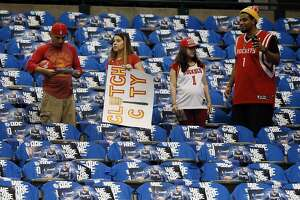 Rockets out to show that Houston is still Clutch City - Photo