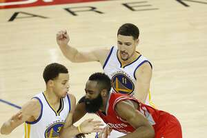 Warriors finally get to Houston for Game 3 after six-hour delay - Photo