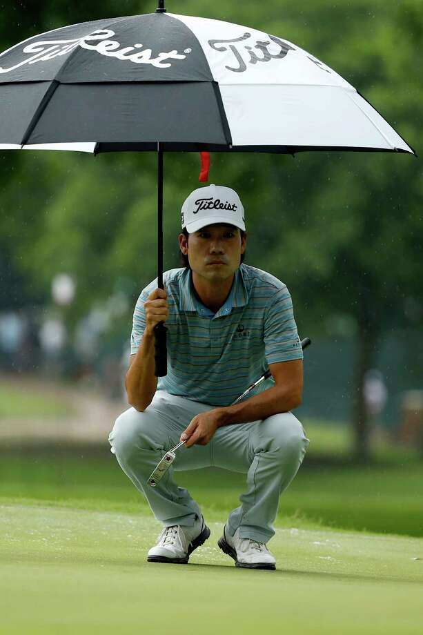 FORT WORTH, TX - MAY 23:  Kevin Na lines up a shot from the 10th green during the third round of the Crowne Plaza Invitational at the Colonial Country Club on May 23, 2015 in Fort Worth, Texas.  (Photo by Scott Halleran/Getty Images) ORG XMIT: 527935545 Photo: Scott Halleran / 2015 Getty Images