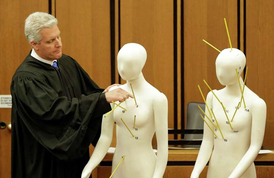 County Common Pleas Court Judge John O'Donnell on Saturday uses mannequins marked with the gunshot wounds that the two motorists suffered  in explaining his acquittal of Cleveland police officer Michael Brelo. Photo: Tony Dejak, STF / AP