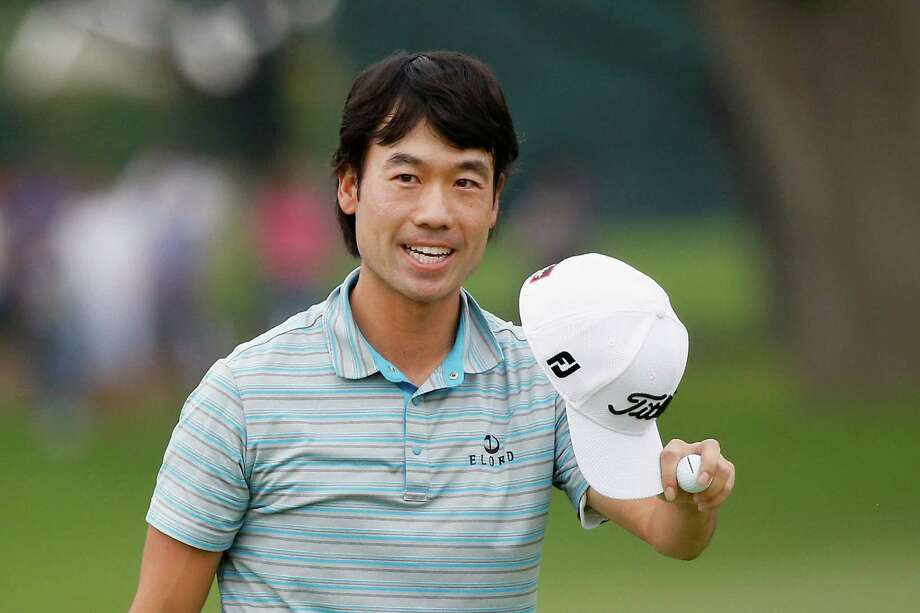 Kevin Na will take a one-shot lead into the final round of the Colonial in Fort Worth. Photo: Tom Pennington, Staff / 2015 Getty Images
