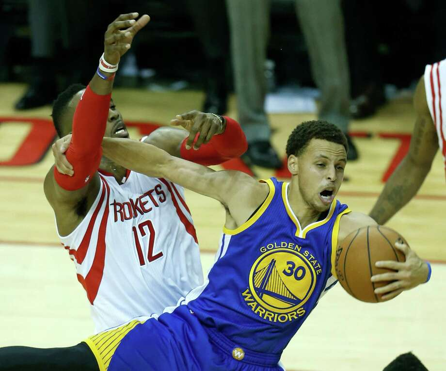 To go with his 40 points, Golden State's Steph Curry scored plenty of highlights - including outmuscling Rockets center Dwight Howard for an offensive rebound. Photo: Karen Warren, Staff / © 2015 Houston Chronicle