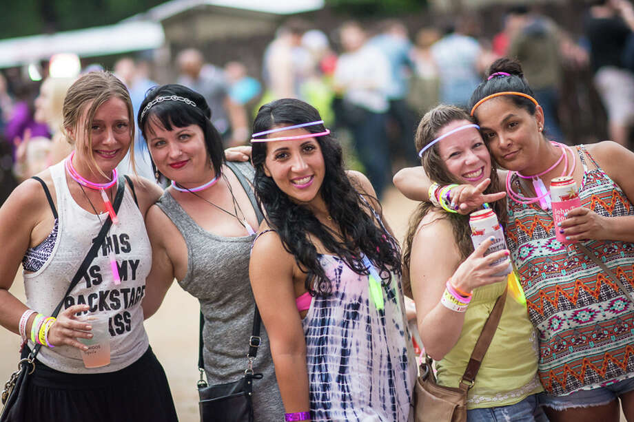 Fans were pumped at Whitewater Amphitheater Saturday night, even though Ludacris and Girl Talk were rescheduled for Aug. 14. Photo: By Chavis Barron/Solarshot, For MySA.com