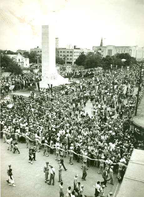 During Fiesta 1950, police engage in crowd control around the Alamo Cenotaph after a parade. Photo: Express-News File Photo