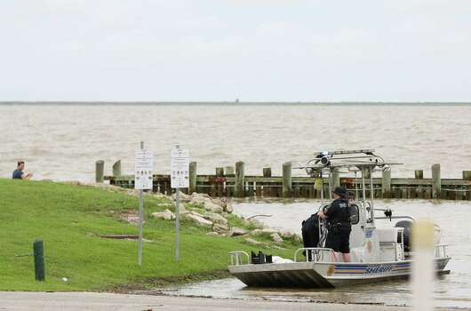 Man drowns rescuing child at sylvan beach houston chronicle for La porte houston