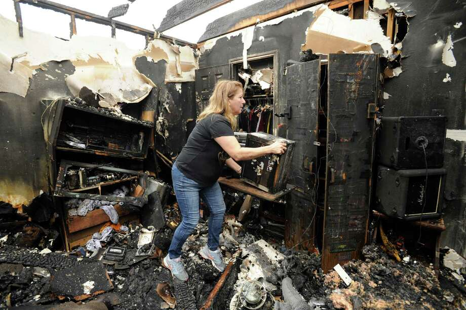 Quizzie Honeycutt, the aunt of two children who were killed in a La Porte house fire, searches for remaining belongings on Sunday. Photo: Jon Shapley, Staff / © 2015 Houston Chronicle