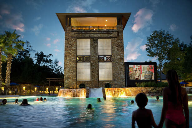 The Woodlands Resort has a pool with waterslides, a lazy river and other family activities.